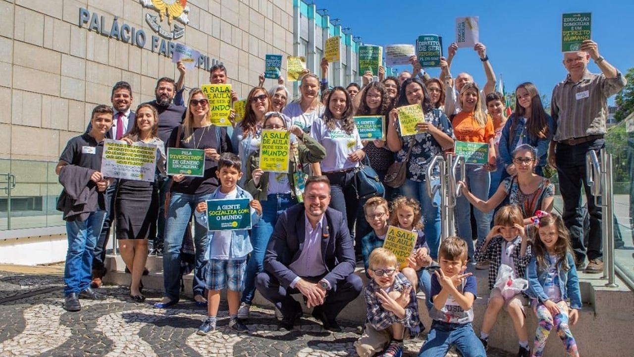 Projeto de Fábio Ostermann que regulamenta educação domiciliar avança no RS