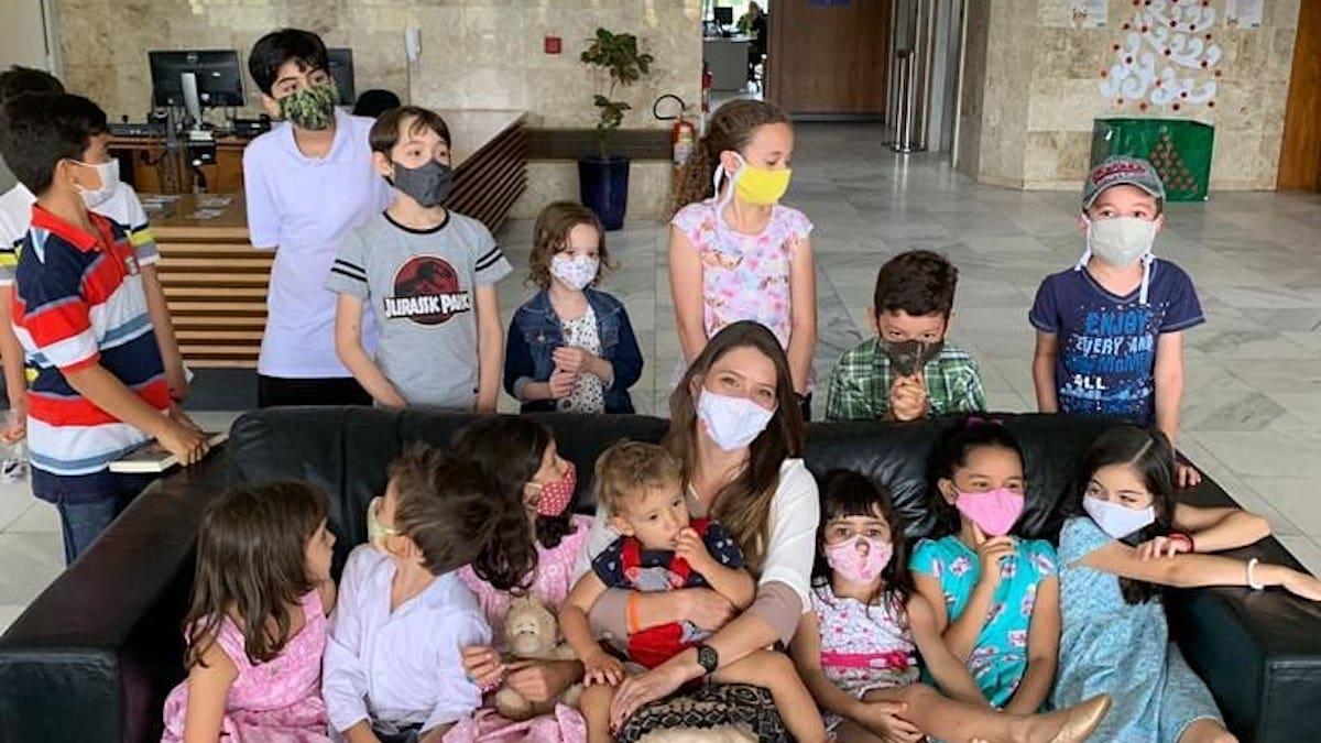 Projeto de Júlia Lucy que regulamenta educação domiciliar é sancionado no DF