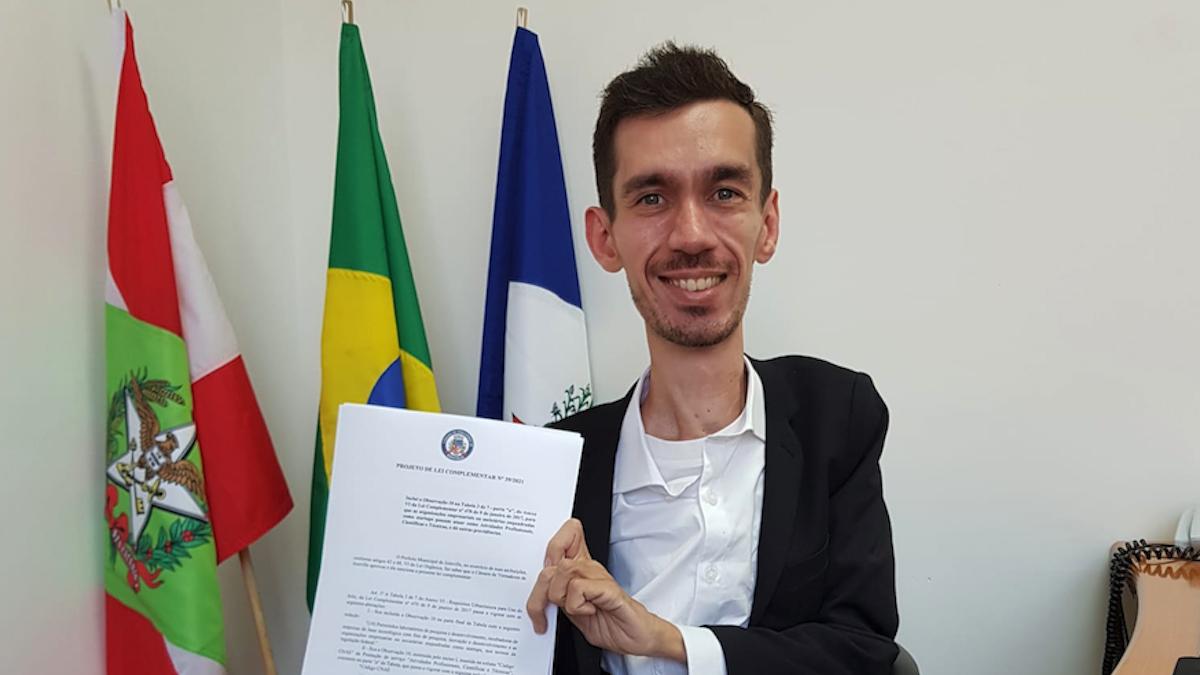 Alisson Julio protocola projeto de lei de desburocratização para startups em Joinville